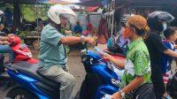 Polisi dan Jurnalis Sinergi Peringati HPN dengan Bagi-bagi Masker di Pamekasan
