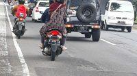 Diduga Akibat Lemahnya Pengawasan, Aspal Jalan di Kota Batu yang Berumur Dua Bulan, Sudah Rusak